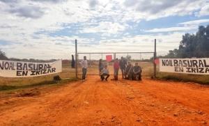 """""""No al basural"""": vecinos impidieron el ingreso de camiones al predio de Irízar"""