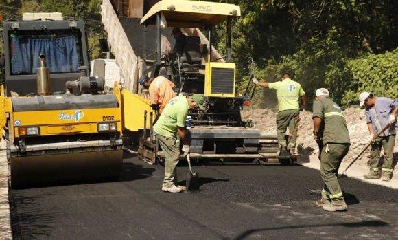 Mientras espera el crédito del Banco Nación, el gobierno lanza licitaciones para asfaltos