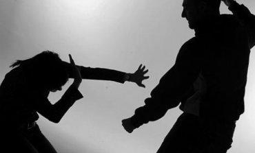 Detienen a hombre acusado de amenazar a una mujer con una barra de hierro